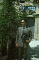 mio cognato Enzo nel film Porte Aperte di Gianni Amelio 89  - Pachino (3036 clic)