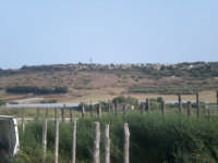Palude di Morghella il costone di Caitina verso portopalo..Serre dismessse per ecceva umidità del terreno  - Morghella (4188 clic)