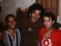 E durante un concerto dei Tinturia in Sicilia il Gmteam ha beccato Lello (cantante del gruppo)... trovate l'intervista completa sul numero nuovo di GM  - Castellammare del golfo (5965 clic)