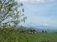 Panorama dalla campagna ennese. Sullo sfondo l'Etna. ENNA Innuendo Innuendo