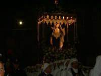 Enna,Settimana Santa. Confraternita di Maria SS. Addolorata(1875). Fu fondata nel 1875.Riuniva la categoria degli artigiani,i muratori ed eccezionalmente i bottegai del mercato Sant'Antonio che portavano in procesione il Venerdì Santo il fercolo di Maria SS. Addolorata ancor prima che fosse costituita la confraternita.Il fercolo della Madonna dei Sette Dolori viene portato tuttora in processione il Venerdì Santo dalla confraternita di Maria SS. Addolorata.  - Enna (4976 clic)