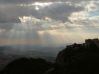 Raggi di sole filtrati tra le nuvole.  - Enna (3362 clic)