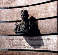 Busto di Carmunu Caruso U Pueta da Motta Motta S.Anastasia - Ottobre 2001 -  - Motta sant'anastasia (3626 clic)