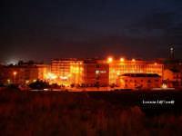 Scorcio della città in notturna con sulla destra in fondo il Santuario della Madonnina delle Lacrime, ripresa dal Parco di Balza Acradina  - Siracusa (2204 clic)