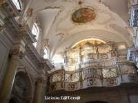 Particolare della Chiesa di S. Maria della Concezione in Ortigia, si noti la grande cantoria, chiusa da una fitta grata, utilizzata dalle monache di clausura  - Siracusa (2470 clic)