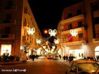 Ortigia culla del Mediterraneo Corso Matteotti e negozi addobbati a festa per il Natale 2003 ad Ortigia  - Siracusa (4973 clic)