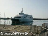Il catamarano per Malta che arriva in porto  - Pozzallo (32583 clic)