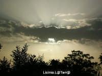 Il sole tra le nuvole  - Siracusa (2635 clic)