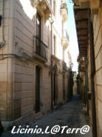 Vicoli d'Ortigia Via M. Minniti nel quartiere della Giudecca, chiamato Iureca in Siracusano  - Siracusa (1920 clic)
