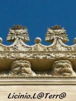 Particolare del cornicione di Palazzo Impellizzeri II, si possono notare gli splendidi mascheroni e i motivi floreali   - Siracusa (1602 clic)