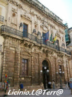 Lo splendido Palazzo Vermexio o del Senato, sede del Comune di Siracusa. Al suo interno si può ammirare la Carrozza del Senato  - Siracusa (6297 clic)