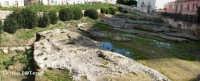 L'Arsenale Greco visto da Ovest.  E' costituito da profondi solchi e parti di fondamenta scavati nel banco di roccia calcarea, dove vi erano posizionate delle macchine che servivano a tirare a secca le navi, si trova vicino allo Sbarcadero S. Lucia sul Porto Piccolo  - Siracusa (5633 clic)