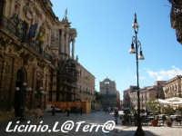 Piazza duomo vista da Nord a sinistra il Palazzo Vermexio  - Siracusa (2898 clic)