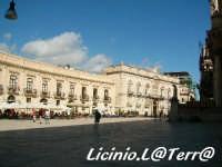 Piazza Duomo vista da Est, a sinistra il Palazzo Arezzo della Targia a destra Il Palazzo Beneventano  - Siracusa (4784 clic)