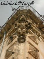 Particolare architettonico della soluzione d'angolo del Palazzo Beneventano SCICLI Licinio La Terra