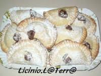 Impanatigghi, un dolce tipico di Modica fatto con cioccolato, melanzane e carne  - Modica (6020 clic)