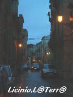 Vicoli d'Ortigia Via S. Teresa all'imbrunire  - Siracusa (2108 clic)