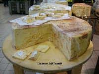 Maxi forma di pecorino con peperoncino rosso, banco gastronomia Auchan S. Giuseppe La Rena, zona Aereoporto  - Catania (6096 clic)