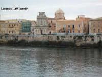 Lungomare di Levante di Ortigia con al centro La Chiesa dello Spirito Santo e la sua cupola  - Siracusa (5130 clic)