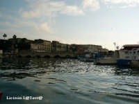 La Darsena, lembo di mare che separa Ortigia da Siracusa. La superano due ponti  - Siracusa (4509 clic)