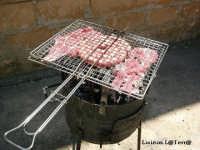 Carne sul fuoco, tipico del lunedì di Pasqua  - Cava d'aliga (4905 clic)