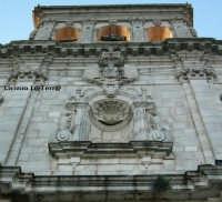 Particolare della facciata della Chiesa dello Spirito Santo, sul Lungomare di Levante di Ortigia  - Siracusa (3715 clic)