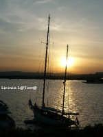 Uno splendido tramonto sul Porto grande visto da Ortigia  - Siracusa (2502 clic)