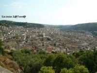 Panorama di Scicli dai tornanti per Modica   - Scicli (7310 clic)