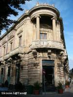 Soluzione angolare del Palazzo Sada (lo stesso pprogettista del Teatro Bellini di Catania) in Ortigia  - Siracusa (2090 clic)