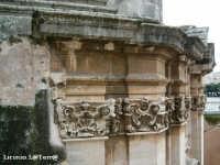 Particolare architettonico esterno del Sepolcro di S. Lucia. Si noti alla sinistra la parte incompiuta del sepolcro  - Siracusa (1595 clic)