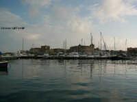 Porto Piccolo, sullo sfondo Ortigia  - Siracusa (2830 clic)