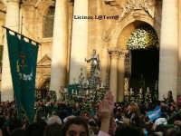 Uscita dalla Cattedrale del Simulacro argenteo di S. Lucia nella processione del 13 Dicembre  - Siracusa (2595 clic)