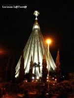 Il Santuario della Madonnina delle Lacrime in notturna. Inaugurato il 6 Novembre del 1994 dal Santo Padre Papa Giovanni Paolo II il Grande  - Siracusa (1920 clic)