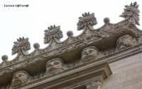 Particolare dei mascheroni grotteschi che ornano la facciata del Palazzo Impellizzeri II in Ortigia  - Siracusa (2033 clic)