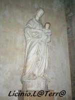 Statua marmorea della Madonna con il bambino, opera di D. Gagini del XVI Sec. Si trova sulla navata sinistra del Duomo  - Siracusa (1652 clic)