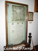 Racchiusa all'interno di due lastre di vetro è racchiuso un velo appartenuto a S. Lucia. Museo di S. Lucia, Battistero all'interno del Duomo  - Siracusa (2079 clic)