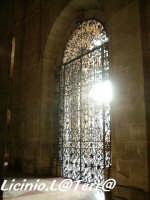 Vista della possente cancellata in ferro battuto dell'ingresso principale del Duomo  - Siracusa (2450 clic)