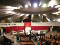 Interno della cripta del Santuario della Madonnia delle Lacrime. La chiesa superiore è stata inaugurata il 6 Novembre del 1994 dal Santo Padre Papa Giovanni Paolo II il Grande  - Siracusa (4109 clic)