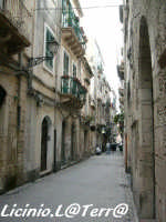 Vicoli d'Ortigia Via Cavour (ex Via dei Bottai), nel quartiere dei Bottai  - Siracusa (4524 clic)