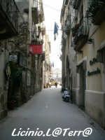 Vicoli d'Ortigia Via S. Landolina, sullo sfondo si apre la magnifica P.zza Duomo  - Siracusa (2470 clic)