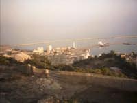 Veduta del Porto e del Faro da Castel Sant'Angelo (foto scattata da V. Cavaleri)  - Licata (4216 clic)