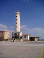 Porto - Veduta del Faro (foto scattata da G. Cantavenera)   - Licata (14225 clic)