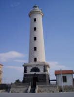 Porto - Veduta del Faro (foto scattata da G. Cantavenera)   - Licata (6725 clic)