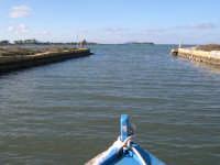 MOZIA: L'uscita del canalone che immette nella laguna ... verso Mozia  - Marsala (4203 clic)