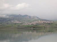 Panoramica del lago Aranci con sullo sfondo Sambuca  - Sambuca di sicilia (5416 clic)