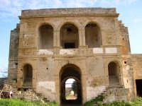 Baglio Woodhouse, conosciuto anche come Baglio Pinna: prospetto interno della residenza padronale   - Marsala (8282 clic)