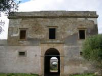 Baglio Woodhouse, conosciuto anche come Baglio Pinna, di C/da Baronazzo Amafi: prospetto esterno della residenza padronale   - Marsala (10963 clic)