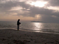 Pescatore al tramonto: sullo sfondo Favignana  - Marsala (4932 clic)