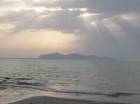 Favignana al tramonto vista dalla spiaggia di Marausa  - Marsala (9905 clic)