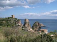Scopello: altra vista dei faraglioni e della tonnara  - Castellammare del golfo (5436 clic)